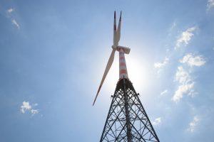 Es ist eine Windkraftanlagen abgebildet